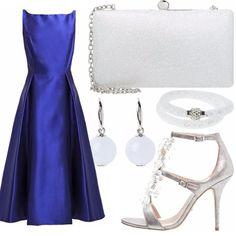 Vuoi splendere come una principessa? Basta indossare un abito blu elettrico e tanti accessori luccicanti, come la pochette bianca (dona un tocco di luce per i suoi diamanti), un bracciale bianco con swarovski, orecchini argento e bianchi e un sandalo elegante argento impreziosito con pietre sul dorso del piede.