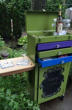 20 Inspiring DIY Projects Debi Racioopa turned an old tool chest into a work station for libations. Old Tool Boxes, Metal Tool Box, Spray Paint Colors, Diy Spray Paint, Drink Cart, Beverage Cart, Outdoor Projects, Outdoor Ideas, Backyard Projects