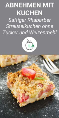 Einen Rhabarberkuchen kalorienarm und ohne Zucker backen, damit er gesund ist? Nichts leichter als das! Hier findest du unser einfaches Rhabarberkuchen Rezept mit Quark und Streusel. #rhabarber #kuchen #zuckerfrei #kalorienarm #gesund #rezept #quark #streusel #rhabarberkuchen