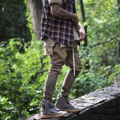 Consulta esta foto de Instagram de @slimcargos • 192 Me gusta Yeezy Fashion, Dope Fashion, Japan Fashion, Mens Fashion, Fashion Outfits, Style Fashion, Combat Boots Style, Outfits Hombre, Style Japonais