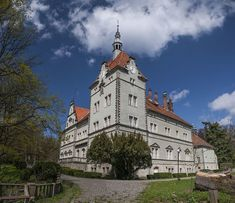 Schoenborn Palace in Karpaty. Barcelona Cathedral, Palace, Mansions, House Styles, Building, Art, Art Background, Manor Houses, Villas