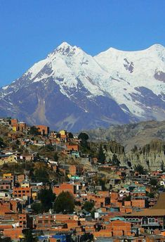 So you are looking for places to visit in Bolivia? Here you'll find 10 beautiful cities in Bolivia to visit on your next vacation. Cool Places To Visit, Places To Go, Chile, Lac Titicaca, Stations De Ski, Bolivia Travel, Bolivia City, Argentine, Viajes