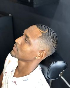 Popular Mens Haircuts, Haircuts For Men, Black Men Hairstyles, Cool Hairstyles, 360 Waves Hair, Types Of Waves, Waves Haircut, Mens Hair Trends, Men's Hairstyle