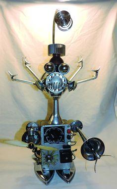 robot métal recyclé, fers à repasser, transformateur... # lampe # sculpture # robot # métal recycled #