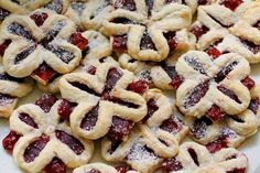 Lístkové koláče • bonvivani.sk Cake Recipes, Sweets, Cookies, Food, Hampers, Crack Crackers, Easy Cake Recipes, Gummi Candy, Candy