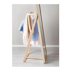IKEA - IKORNNES, Miroir sur pied, , Difficile de vous lever le matin ? Gagnez quelques minutes en suspendant vos vêtements du lendemain derrière le miroir.Pour éviter les piles de vêtements et trop de lessive en attente, vous pouvez suspendre derrière le miroir les vêtements déjà portés.Peut être installé dans toutes les pièces de la maison, dont la salle de bain car testé et approuvé pour cet usage.Miroir avec pellicule anti-éclats au dos.