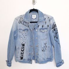 Vintage Studded Statement-Making Denim Jacket  Love it! Still accepting offers but I'm pretty firm on the price. This jacket is in decent condition and it's one of my favorites in my closet! I've always gotten compliments while wearing this out. ✌️ Forever 21 Jackets & Coats Jean Jackets
