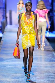 Christian Dior Spring 2011 Ready-to-Wear Fashion Show - Ataui Deng