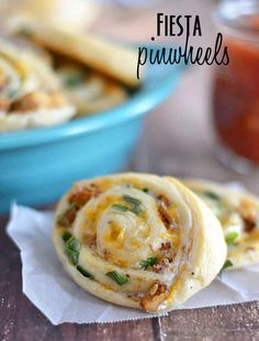 Fiesta Pinwheels -An easy 5 ingredient appetizer/snack. With just five ingredients, these Fiesta Pinwheels are the perfect any time appetizer! Potluck Recipes, Mexican Food Recipes, Appetizer Recipes, Cooking Recipes, Potluck Ideas, Game Day Appetizers, Finger Food Appetizers, Mexican Appetizers, Think Food
