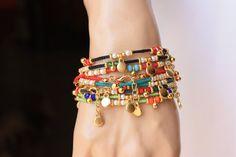 Es una pulsera de estilo étnico que es decorado rojo, negro, amarillo oscuro, verde aqua verde afgano perlas, cristales de 4mm, 3mm cristal Perla oro lleno encanto y espacio. Acabado también cadena y clap llenado oro. Es un gran regalo y también con encanto desgaste diario. Medida: 6.5-7 pulgadas + 1/2 cadena de extensión 6xRed = 6 6xBlack = 6 6xAqoq verde = 6 6xYellow verde = 6 TOTAL: 24 PC Esta pulseras están listos para enviar hoy. Por favor, excepto los artículos con de 15 a 20 días ...