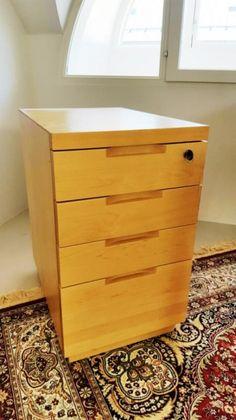 LAATIKOSTO. Malli 297, Alvar Aalto, Artek 1900-luvun loppu. Lakattua koivua, 4 laatikkoa. Leveys 38 cm, syvyys 55 cm, korkeus 65 cm. Pieniä käytönjälkiä, muuten hyvässä kunnossa.Ovh. 1000eur
