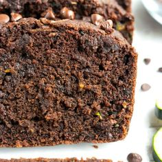 A close-up of super moist and rich chocolate zucchini bread that is gluten-free and vegan. Chocolate Zucchini Bread, Zucchini Bread Recipes, Healthy Zucchini, Healthy Foods, Healthy Breakfast Breads, Roast Broccoli And Cauliflower, Ground Turkey Chili, Gluten Free Christmas Cookies, Baked Chicken Wings