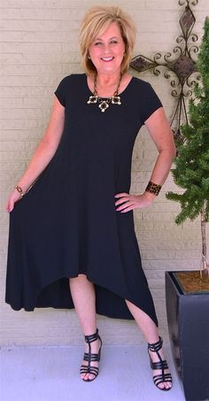 Black dress casual dramatic fashion over 40 for the everyday woman black wo Over 50 Womens Fashion, Black Women Fashion, Fashion Over 40, Fashion Night, 50 Fashion, Cheap Fashion, Woman Fashion, Fashion Fall, Ladies Fashion