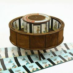 Optical antique toy with set of 10 animation strips Antique Toys, Vintage Toys, Iowa, Animation Photo, Picture Places, Countries Of The World, Toddler Toys, Cool Toys, Wooden Toys