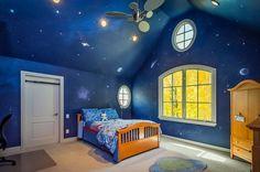 Nachthimmel im Jungenzimmer malen - an Wand und Decke