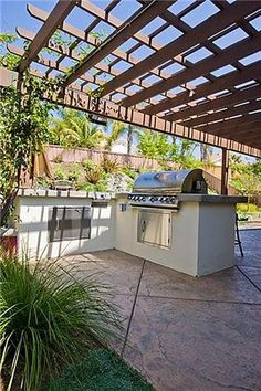 outdoor kitchen placed under patio cover