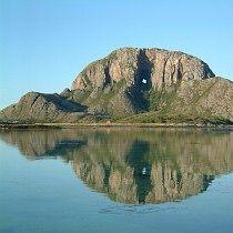 Torghatten, meget lett tur 20 min fra bronnoysund med bil, campingplass ved foten av fjellet. Bronnoysund er 2.5t kjoring sor for mosjoen