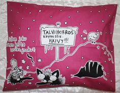 KIROILEVA SIILI PUSSILAKANASETTI LUMI, PUNAINEN. 25,90€ Snoopy, Fictional Characters, Art, Art Background, Kunst, Performing Arts, Fantasy Characters