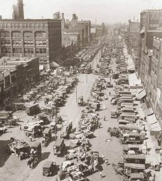 Randolph Street Market 1900's, when everything was an antique!