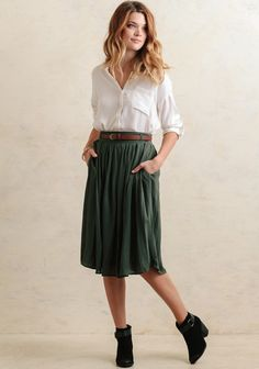 Rustic and charming, this sage-hued midi-skirt features side pockets and a semi-pleated design that's perfect for pairing with all your favorite fall pieces. Finished with an optional brown belt ...