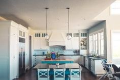House interior themes new kitchen decor themes ideas home interior paint schemes Best Interior, Kitchen Interior, Kitchen Decor, Kitchen Ideas, Kitchen Trends, Kitchen Layouts, Kitchen Hacks, Kitchen Buffet, Stylish Interior