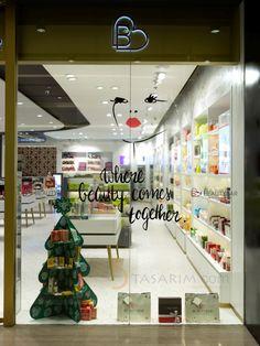 kozmetik mağazası vitrin tasarımları