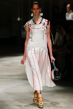 Prada Spring 2016 Ready-to-Wear Fashion Show
