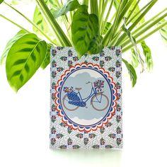 Wow, wat is het mooi groen buiten! De jonge, frisgroene bladeren aan de bomen en struiken, verschillende bloemen die al bloeien. Heerlijk om buiten de lente op te snuiven. 🚴🏼♀️☀️🍃 ps: Heb jij deze Studio Holland lente set al gezien? Deze kaart met vrolijke Hollandse fiets zit ook in deze set. #studioholland #ansichtkaart #postcard #kaart #fiets #lente #frisgroen #groen #natuur #fietsen #studioplume #hipenstipkaarten #liefsvanpuk #onlineshop #kaartenset #tulpen Holland, Stickers, Studio, Tulips, The Nederlands, The Netherlands, Studios, Netherlands, Decals