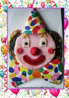 Le gâteau tête de clown que nous avons préparé pour notre fête de carnaval, la recette sur mon blog Mardi Gras, Clowns, Happy Birthday, Animation, Christmas Ornaments, Holiday Decor, Ballon, Recherche Google, Centre