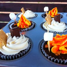 Adorable campfire cupcakes for camping birthday Holi Party, Campfire Cupcakes, Campfire Cake, Camp Cupcakes, Cupcakes For Boys, Themed Cupcakes, Bonfire Birthday, 16th Birthday, Birthday Ideas