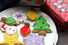 Sugar cookies with royal icing by Elly Says Opa, via Flickr