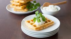 Much like potato latkes, these savoury potato waffles are delicious with a sprinkle of grated cheddar or a dollop of apple sauce added to the sour cream. Potato Waffles, Pancakes And Waffles, Potato Latkes, Breakfast Waffles, Waffle Cake, Waffle Sandwich, Food For The Gods, Sour Cream Pancakes, My Favorite Food