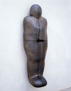 Website of British sculptor Antony Gormley, creator of the Angel of the North, Field for the British Isles, and Quantum Cloud. Modern Art Sculpture, Abstract Sculpture, Metal Sculptures, Bronze Sculpture, Wood Sculpture, Antony Gormley Sculptures, Land Art, American Artists, Poses