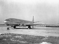 The first prototype de Havilland Comet at Hatfield. De Havilland Comet, British Airline, Cargo Aircraft, Air Festival, Commercial Aircraft, Airplane, Trident, Spacecraft, Planes
