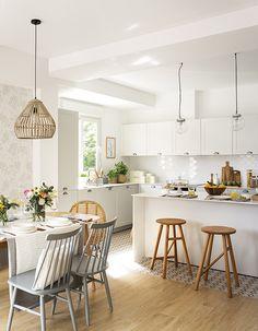 Un appartement à la décoration intérieure à petit budget - PLANETE DECO a homes world Rustic Apartment, Apartment Kitchen, Home Decor Kitchen, Diy Kitchen, Home Kitchens, Kitchen Dining, Kitchen Ideas, Crazy Kitchen, Kitchen Tile