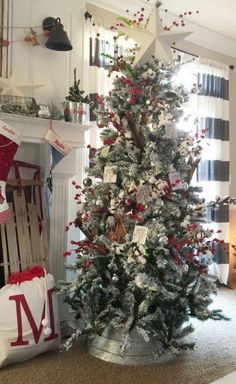 Looking for for inspiration for farmhouse christmas tree? Check this out for very best farmhouse christmas tree ideas. This amazing farmhouse christmas tree ideas appears to be entirely wonderful. Country Christmas Trees, Beautiful Christmas Trees, Farmhouse Christmas Decor, Noel Christmas, Christmas Crafts, Christmas Ideas, Christmas Movies, Christmas Tree Bucket, Christmas Vacation