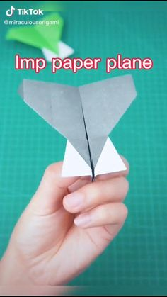 Make A Plane, Make A Paper Airplane, Paper Airplane Models, Airplane Kids, Airplane Crafts, Paper Planes, Paper Mache Crafts, Easy Paper Crafts, Diy Arts And Crafts