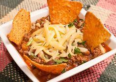 El chili con carne es un delicioso plato de la llamada cocina tex-mex, muy famoso en Estados Unidos y erróneamente atribuido a la gastronomía mexicana.