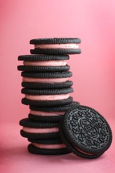 Strawberry Milkshake Oreos., no way ! never hought there was such thing. awesoooome :)