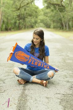 www.anneliesephotos.com  College Decision Minis, senior pictures, college pictures, senior picture ideas, university of florida