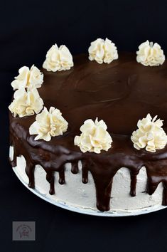 Tort cu blat umed si crema caramel - CAIETUL CU RETETE Creme Caramel, Birthday, Cake, Desserts, Recipes, Food, Tailgate Desserts, Creme Brulee, Birthdays