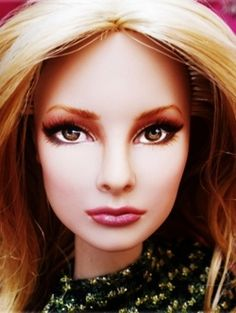 What paints do you use to paint a doll? How do you paint doll eyes and faces? Here are the supplies you need to paint Barbie dolls and Tonner...
