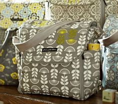 I love this brand of diaper bags :) they are so pretty and the name is so cute. Petunia Pickle-bottom :)