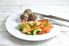 Græske deller med feta og sprød tacosalat - god til børn