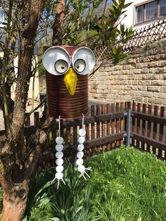 Owl in the garden made of tin and screw cap - New Sit .-Eule im Garten aus Blechdose und Schraubverschluss – New Site Owl in the garden from a tin and screw cap – can cap – - Tin Can Crafts, Owl Crafts, Crafts For Kids, Flower Crafts, Easter Crafts, Diy Upcycled Art, Recycled Art, Recycled Clothing, Recycled Fashion
