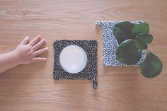 DIY Un tuto pour des maniques ou des dessous de verre au crochet. (http://morganours.com/2014/maniques-chinees-diy-au-crochet/)