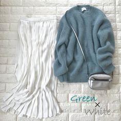 今買っても惜しくない!4月まで着る、最愛グリーン【高見えプチプラファッション #97】 | ファッション誌Marisol(マリソル) ONLINE 40代をもっとキレイに。女っぷり上々! Simple Style, My Style, Stitch Fix Stylist, Uniqlo, Midi Skirt, Stylists, Spring Summer, Classy, Style Inspiration
