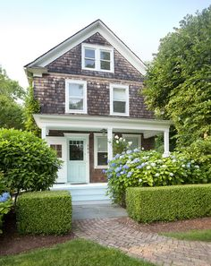 Renovated Hamptons Shingle Cottage