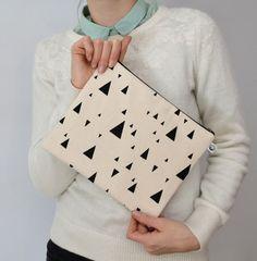 tasche dreieck creme. von by elhe. auf DaWanda.com 25cm breit,20cm hoch, BW, siebdruckfarbe auf wasserbasis, 20