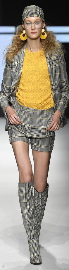 Daks - Spring 2019 Men's Show High Fashion, Fashion Show, Fashion Design, Fashion Trends, Tartan Mode, British Fashion Brands, Tartan Fashion, Yellow Shorts, Yellow Fashion